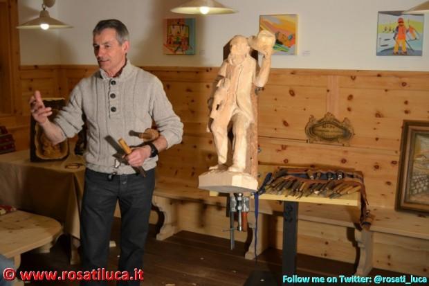Lo scultore Giuseppe Mich Bepo